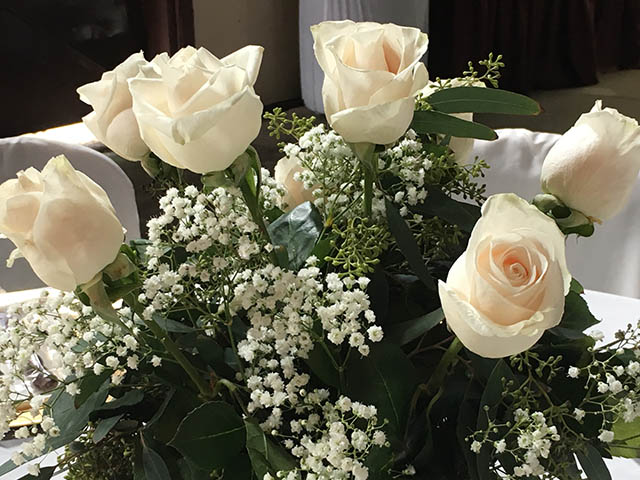 beautiful white roses at the barn at chestnut ridge